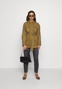 Who What Wear - THE UTILITY JACKET - Tunn jacka - army - 1