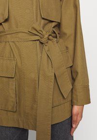 Who What Wear - THE UTILITY JACKET - Tunn jacka - army - 5