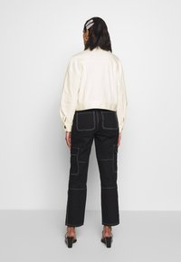 Who What Wear - THE PUFF SLEEVE JACKET - Giacca di jeans - warm white - 2