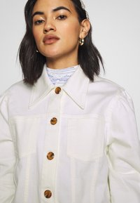 Who What Wear - THE PUFF SLEEVE JACKET - Giacca di jeans - warm white - 5