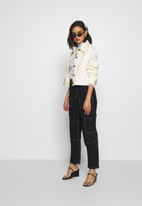Who What Wear - THE PUFF SLEEVE JACKET - Giacca di jeans - warm white - 1