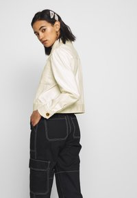 Who What Wear - THE PUFF SLEEVE JACKET - Giacca di jeans - warm white - 3