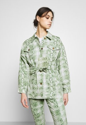 THE BELTED  - Denim jacket - python-green