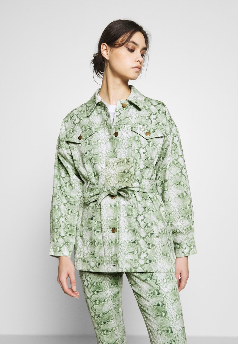 Who What Wear - THE BELTED  - Denim jacket - python-green