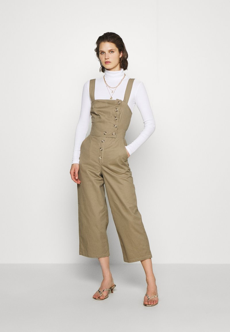 Who What Wear - THE CROSS BACK DUNGAREE - Tuinbroek - light tobacco