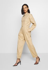 Who What Wear - THE UTILITY JUMPSUIT - Jumpsuit - sand - 0