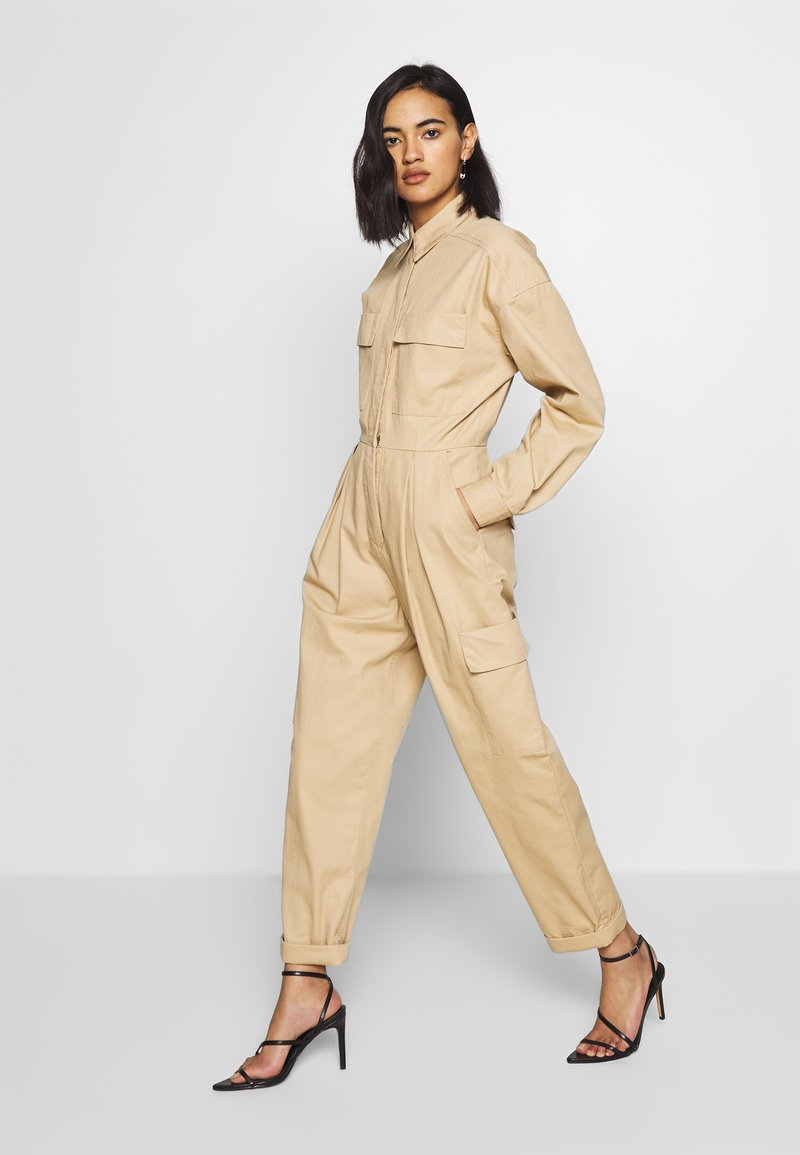 Who What Wear - THE UTILITY JUMPSUIT - Jumpsuit - sand