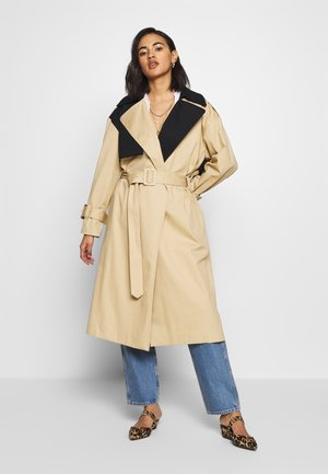 Trenchcoat - tan/black