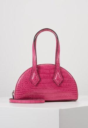 CARSON - Kabelka - hot pink croco