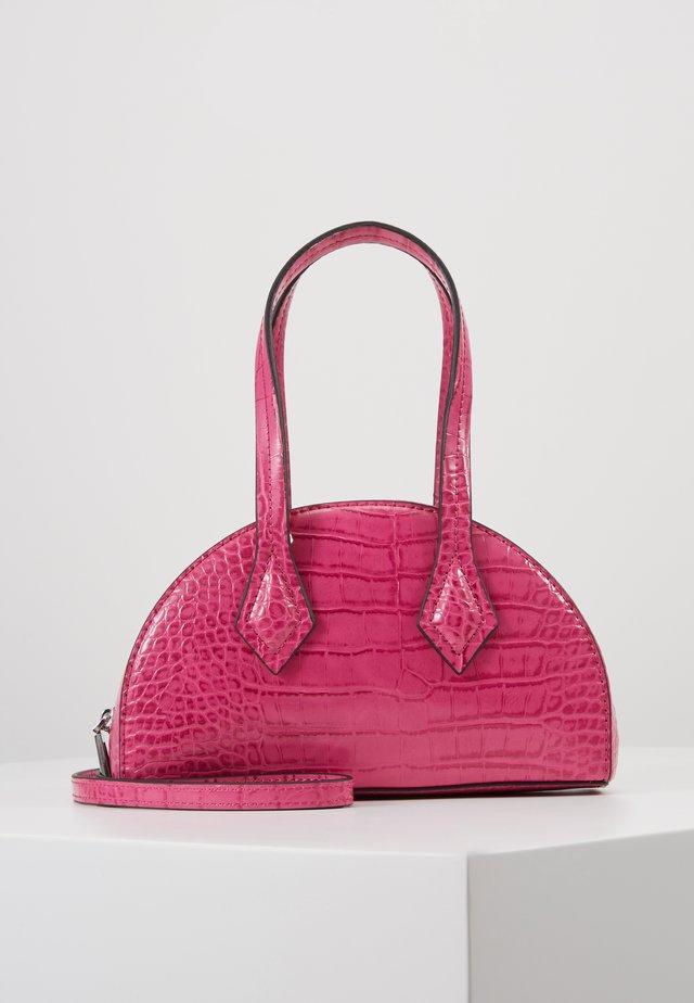 CARSON - Håndveske - hot pink croco