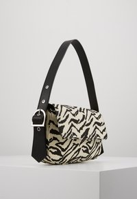 Who What Wear - SAIDE - Handbag - black - 3