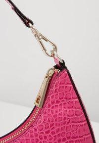 Who What Wear - SEELEY - Handbag - hot pink croco - 5