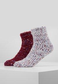 Wild Feet - WILD FEET FLUFFY SOCKS 2 PACK - Calze - berry/snow - 0