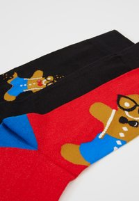 Wild Feet - GINGERBREAD MAN SOCKS 3 PACK - Ponožky - black/red - 2