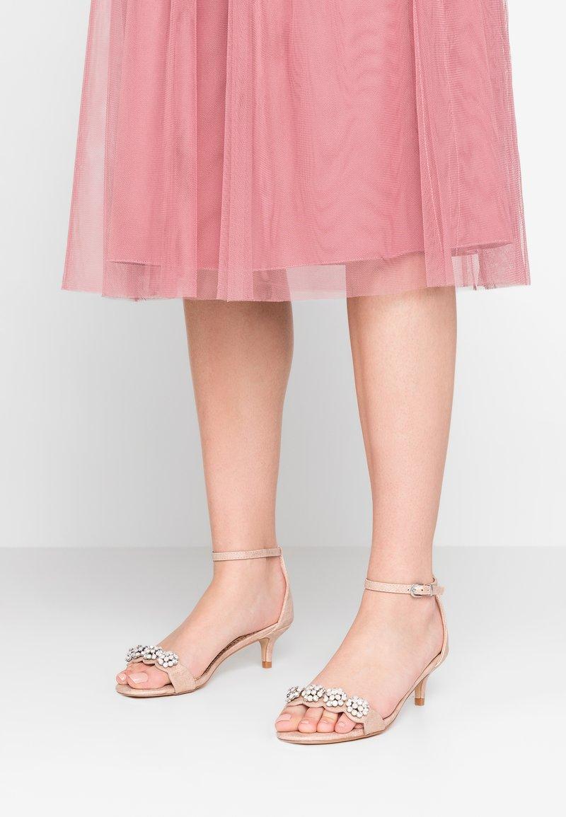 Wallis - SQUISH - Riemensandalette - pink