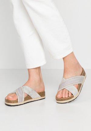 SHIMMY - Pantolette flach - white