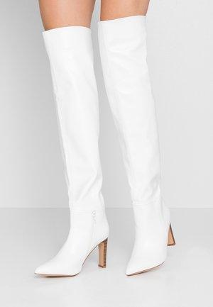 PUZZLE - Boots med høye hæler - white