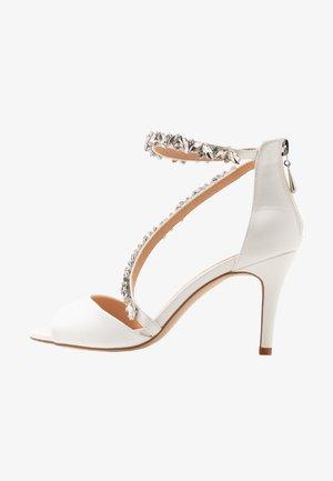 SAMIRA - Sandaler med høye hæler - white