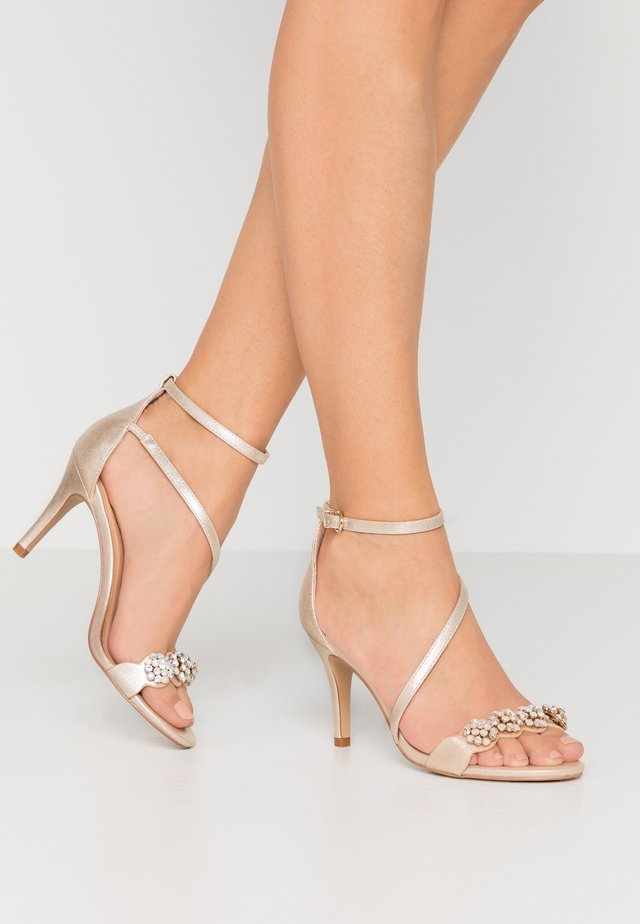 SANTIAGO - Sandalen met hoge hak - gold shimmer