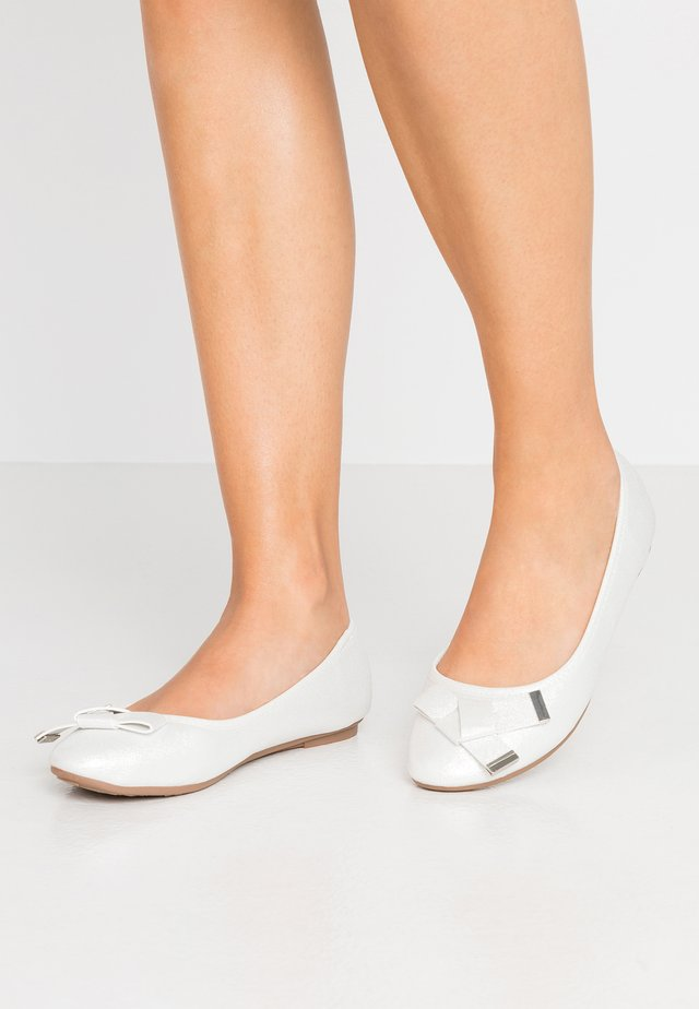 BRUNCHIE - Ballet pumps - white shimmer