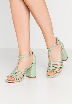 STARSTRUCK - Korolliset sandaalit - mint