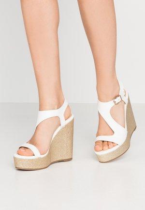 SINGLETON - Korolliset sandaalit - white