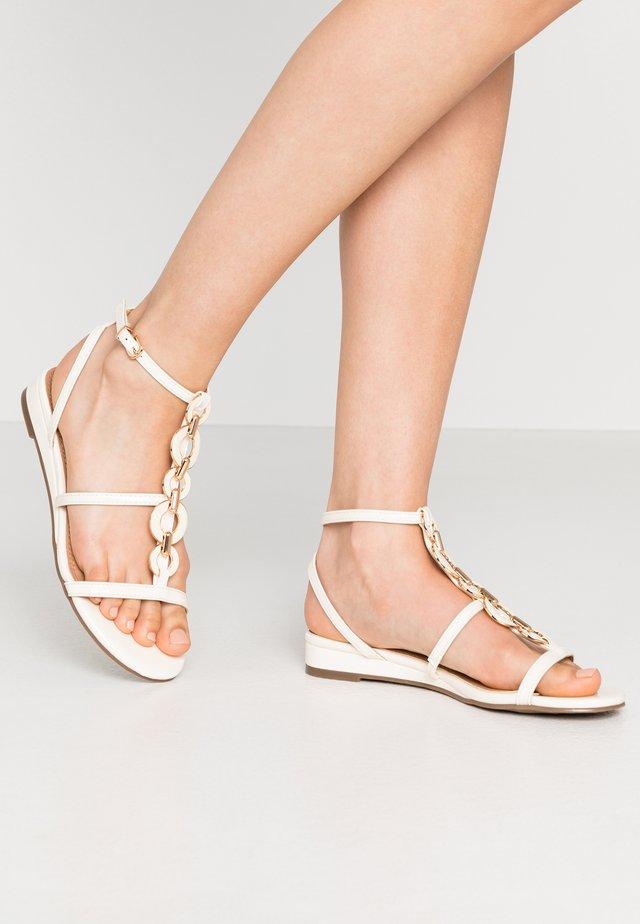 SHERWOOD - Sandalen met sleehak - white