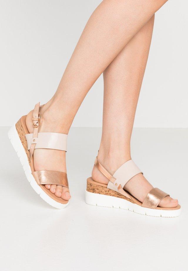 SKYLER - Sandaletter med kilklack - blush