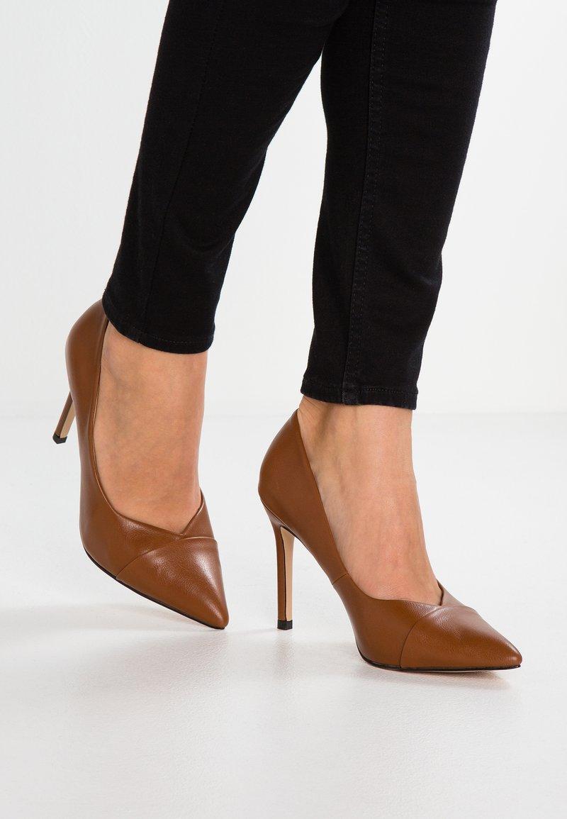 Wallis - PRESENT - High Heel Pumps - ochre