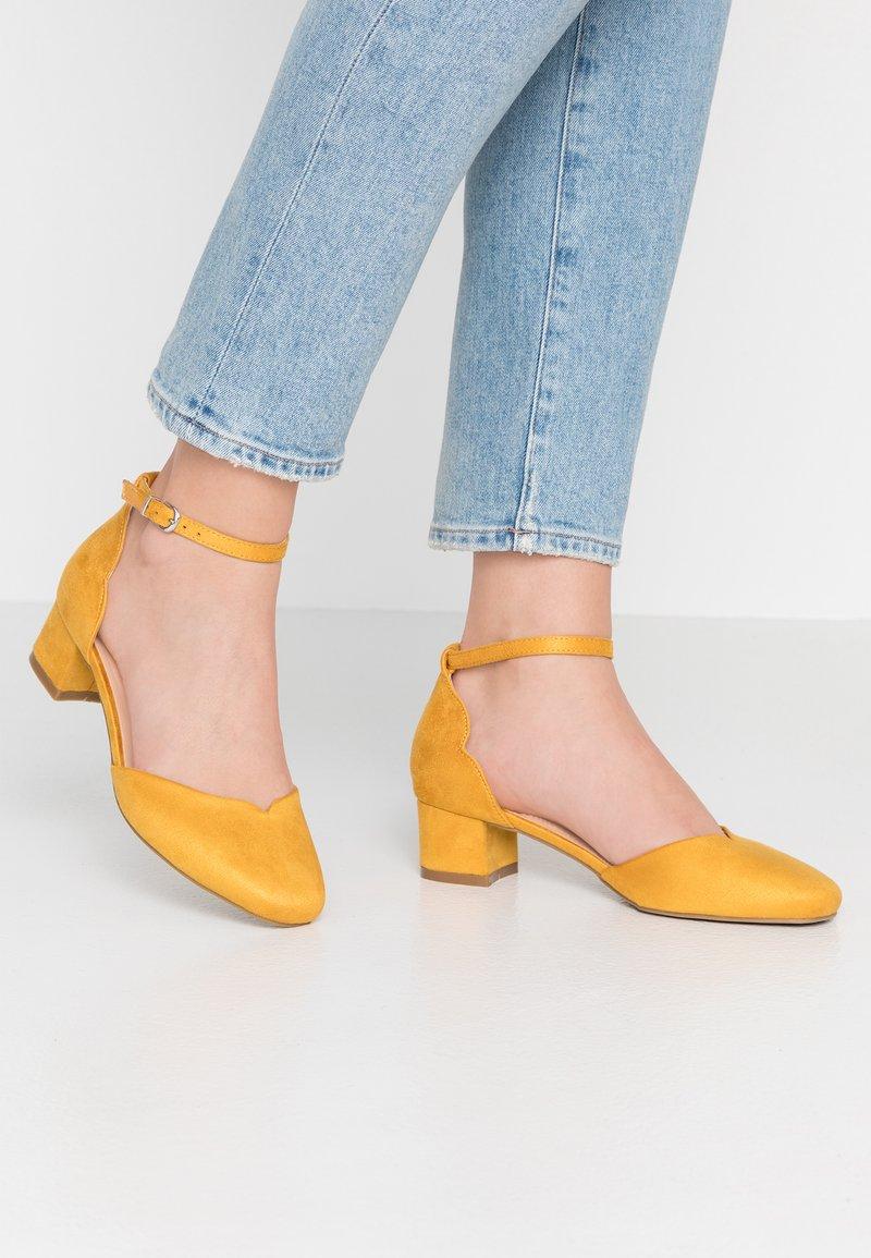 Wallis - BECCA - Pumps - mustard