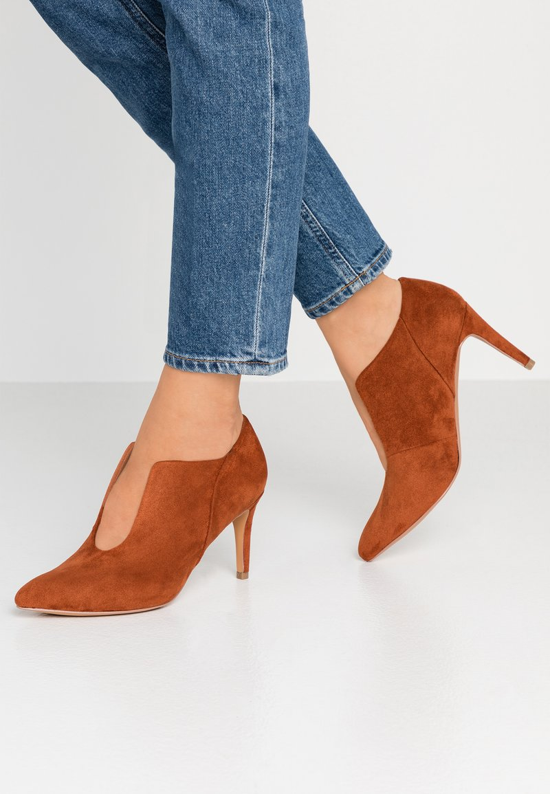 Wallis - CANARY - Ankle Boot - cognac