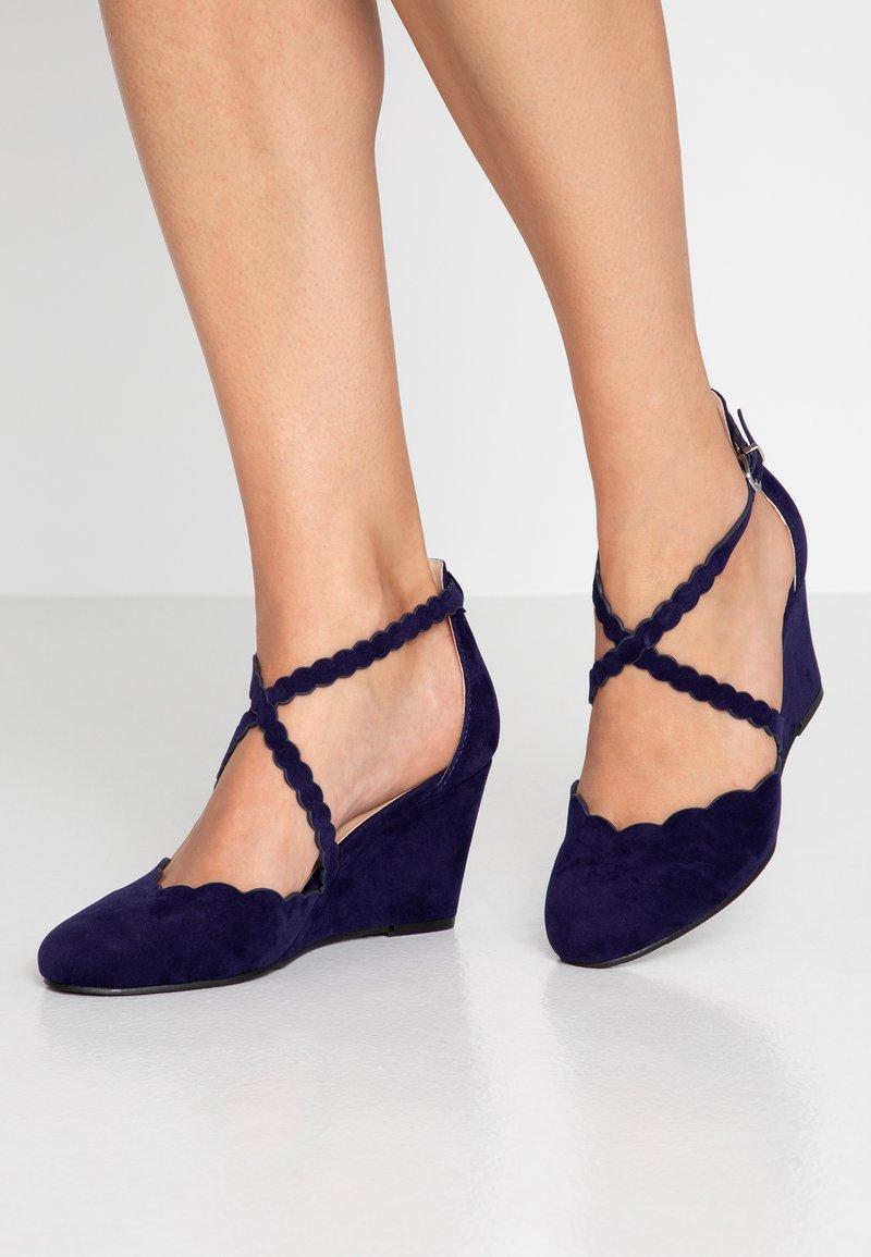 Wallis - CORAL - Wedges - blue