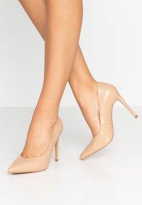 Wallis - PICASSO - Zapatos altos - nude - 0