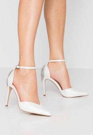 CLEMETIS - Høye hæler - white shimmer
