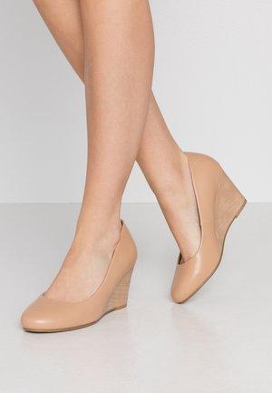 CHELSEA - Sleehakken - new beige