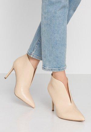 PUMPKIN - High heeled ankle boots - light tan