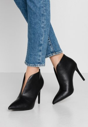 PUMPKIN - High heeled ankle boots - black