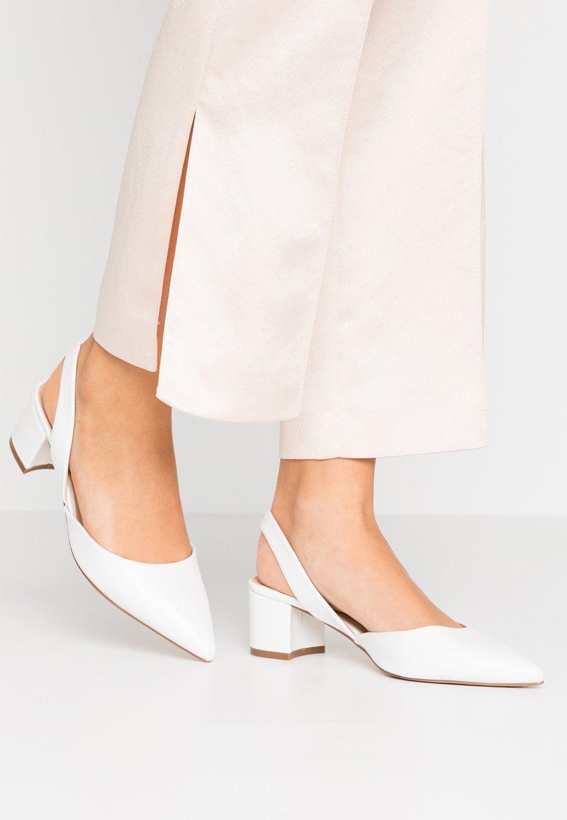 Wallis - CUSTARD - Klassiske pumps - white