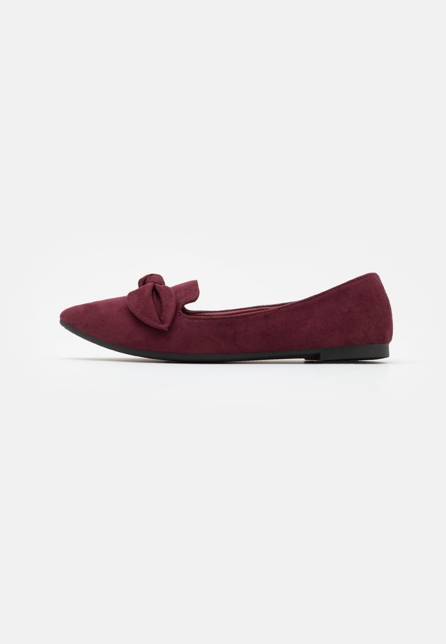 Slip-ons - mulberry