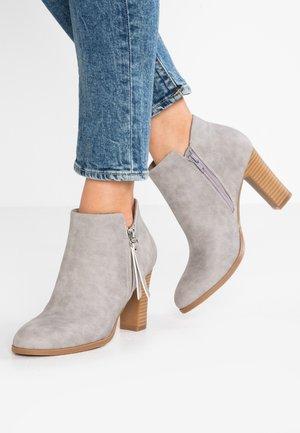 ALUNA - Boots à talons - grey