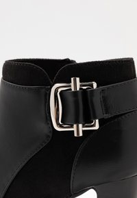 Wallis - ANNA - Bottines à talons hauts - black - 2