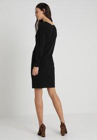 Wallis - BUTTON SIDE WRAP DRESS - Robe en jersey - black - 3