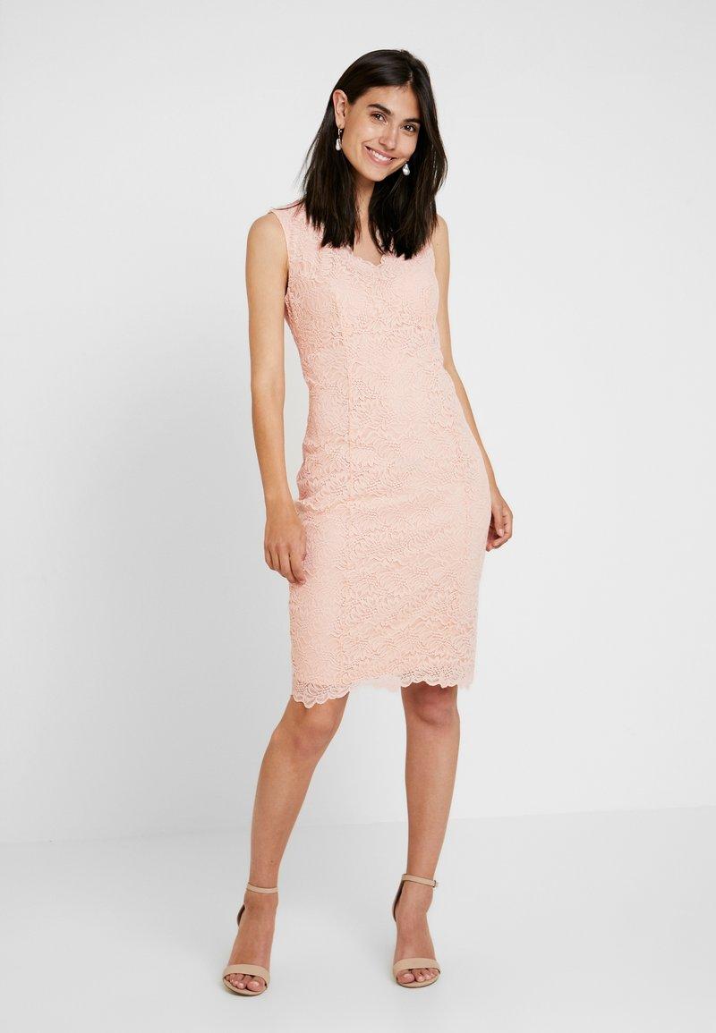 Wallis - SCALLOP V NECK SHIFT - Cocktailkleid/festliches Kleid - blush
