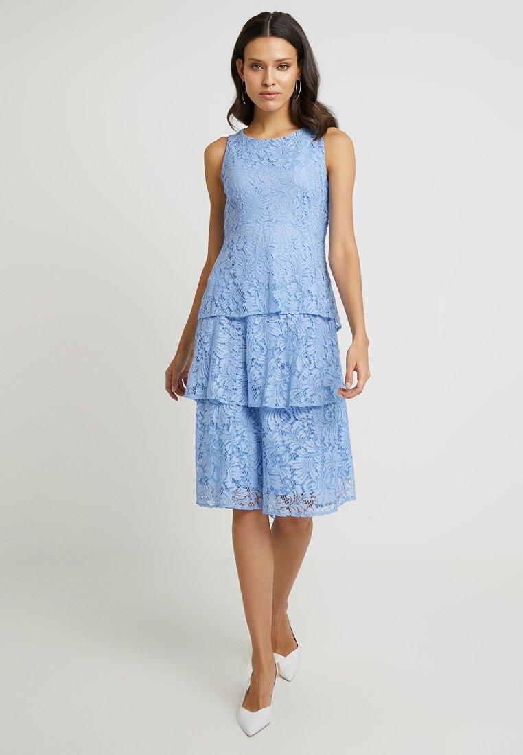 Wallis - TIERED DRESS - Robe de soirée - cornflower