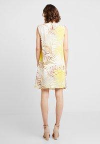 Wallis - Korte jurk - lemon - 3