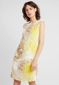 Wallis - Korte jurk - lemon - 0