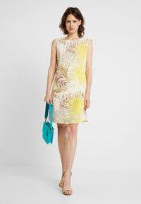 Wallis - Korte jurk - lemon - 2