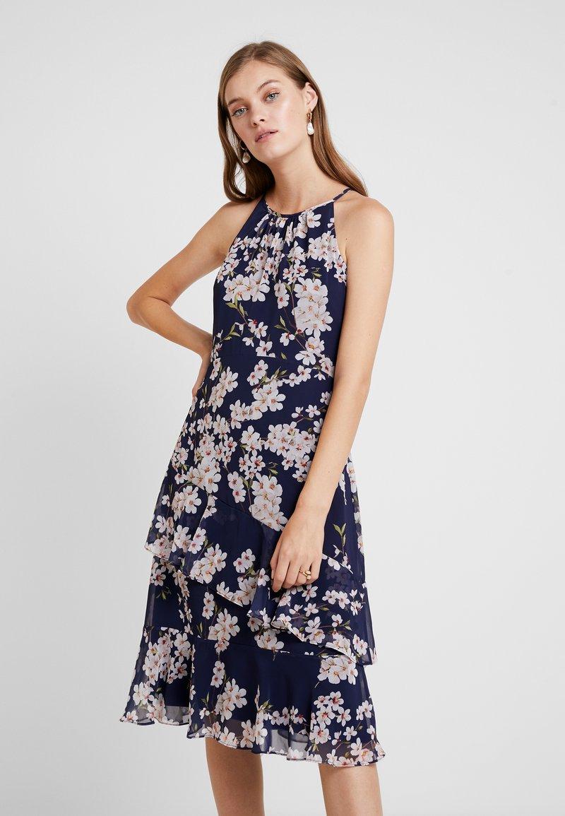 Wallis - MAGNOLIA BLOSSOM TIERED DRESS - Vestido informal - ink