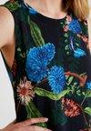Wallis - ORIENTAL BUTTERFLY PINNY - Vestido informal - ink