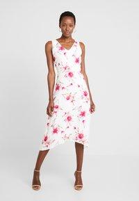 Wallis - Sukienka letnia - ivory - 0